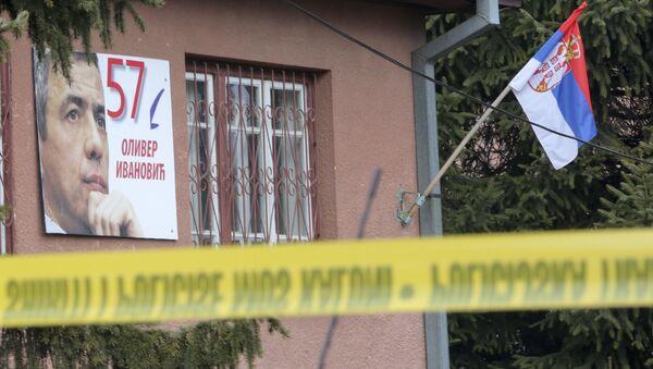 Policijska traka ispred kuće gde je ubijen Oliver Ivanović u Kosovskoj Mitrovici. - Sputnik Srbija