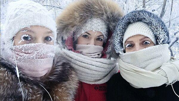 Девојке из Јакутска у Русији на температури од -50 - Sputnik Србија