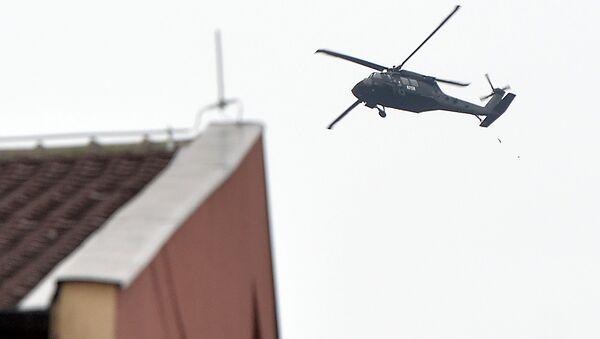 Policijski helikopter u Kosovskoj Mitrovici za vreme ispraćaja posmrtnih ostataka Olivera Ivanovića. - Sputnik Srbija