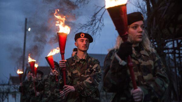 Total: 64308 Kosovski Albanci u uniformama OVK tokom ceremonije Noć požara u selu Prekaz 7. marta 2017. na dan kad je 1998. ubijen Adem Jašari. - Sputnik Srbija