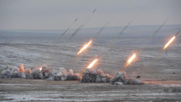 Paljba lansirnog sistema TOS-1 na vojnim vežbama u Saratovskoj oblasti - Sputnik Srbija