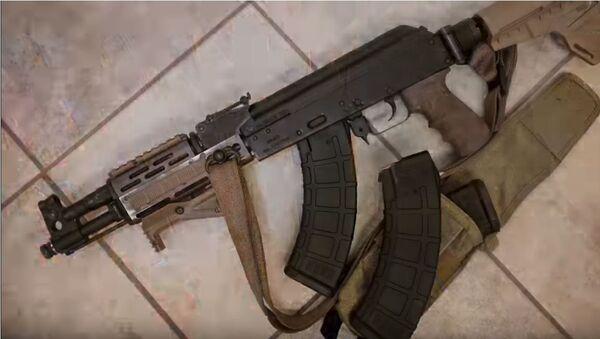 Američka kompanija Senčuri arms ukrstila je čuveni automat kalašnjikov sa pištoljem glok u svom novom pištolju AK-Drako NAK-9. - Sputnik Srbija
