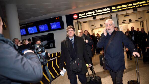 Бивши каталонски лидер Карлес Пуџдемон долази на аеродром у Копенхагену - Sputnik Србија