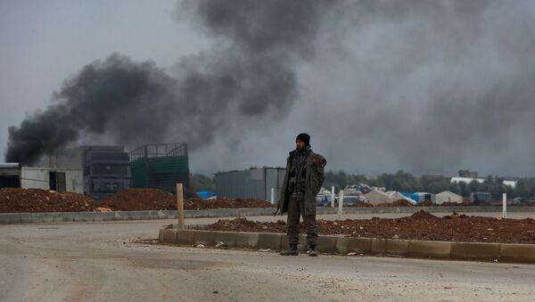 Borac Slobodne sirijske armije u gradu Azaz u Siriji - Sputnik Srbija