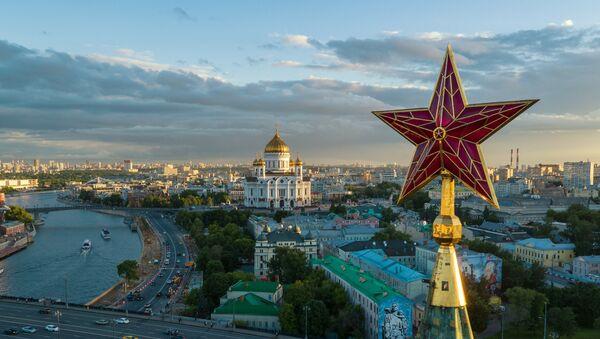 Поглед на московски Кремљ и храм Христа Спаситеља у Москви - Sputnik Србија