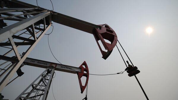 Пумпе на налазишту нафте - Sputnik Србија