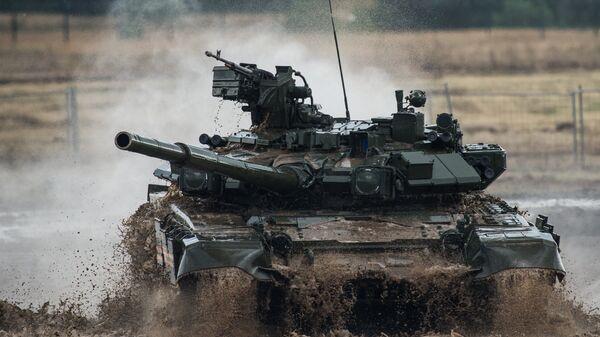 Tenk T-90 na demonstraciji vojno-patriotskog programa na sajmu tehnike  - Sputnik Srbija