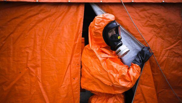 Radnik u odelu za zaštitu od hemijskog oružja - Sputnik Srbija