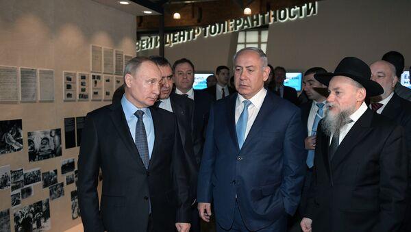 Predsednik Rusije Vladimir Putin i premijer Izraela Benjamin Netanijahu na izložbi u Jevrejskom muzeju u Moskvi - Sputnik Srbija
