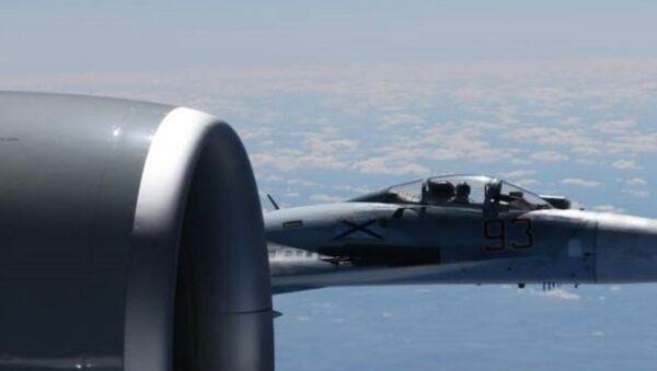 Američki avion RC-135U koji leti iznad međunarodnih voda Baltičkog mora presreo je ruski avion Su-27 - Sputnik Srbija