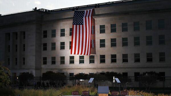 Zastava SAD na zgradi Pentagona - Sputnik Srbija