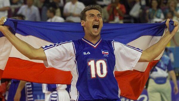 Vladimir Vanja Grbić proslavlja zlatnu medalju na Olimpijskim igrama u Sudneju 1. oktobra 2000. godine. - Sputnik Srbija