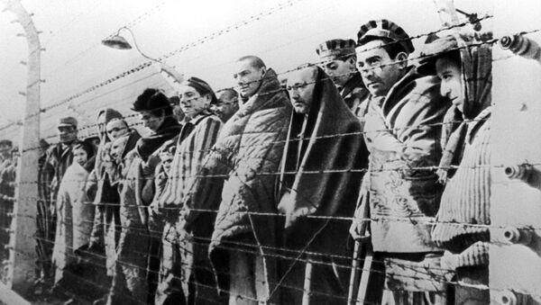 Заробљеници у логору у Аушвицу - Sputnik Србија
