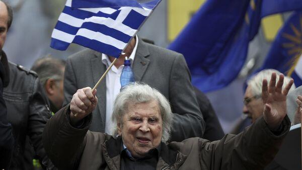 Микис Теодоракис на протесту у Атини против имена Македонија. - Sputnik Србија