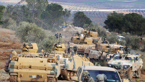 Турске трупе преузимају контролу над брдом Бурсајах које раздваја енклаву Африн коју држе Курди од сиријског града Азаз који је под контролом Турске - Sputnik Србија
