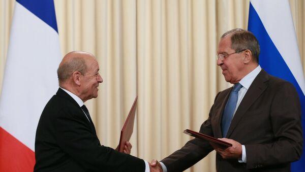 Ministri spoljnih poslova Francuske i Rusije Žan-Iv Le Drijan i Sergej Lavrov na sastanku u Moskvi - Sputnik Srbija
