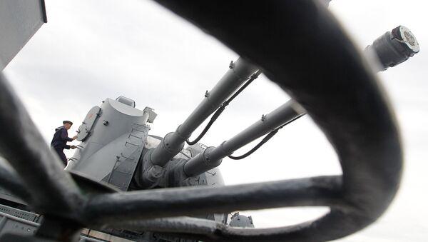 Topovski sistem AK-130 na raketnom razaraču Varjag - Sputnik Srbija