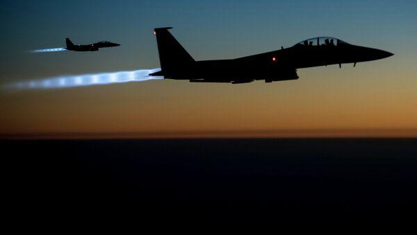 Амерички авион Ф-15Е изнад Сирије и Ирак. - Sputnik Србија