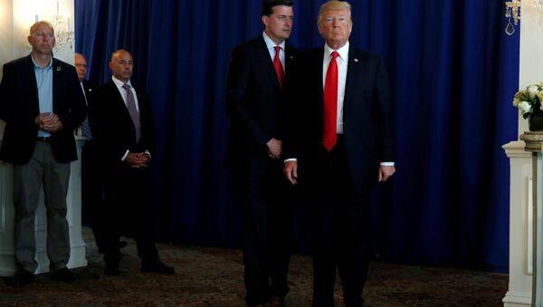 Sekretar osoblja Bele kuće Rob Porter i Donald Tramp. - Sputnik Srbija