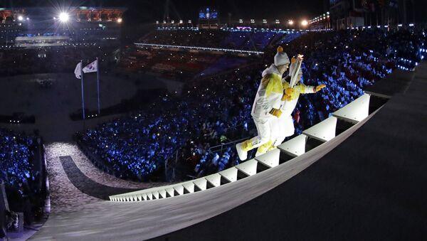 Južnokorejka i Severnokorejka zajedno su upalile  Olimpijski plamen - Sputnik Srbija