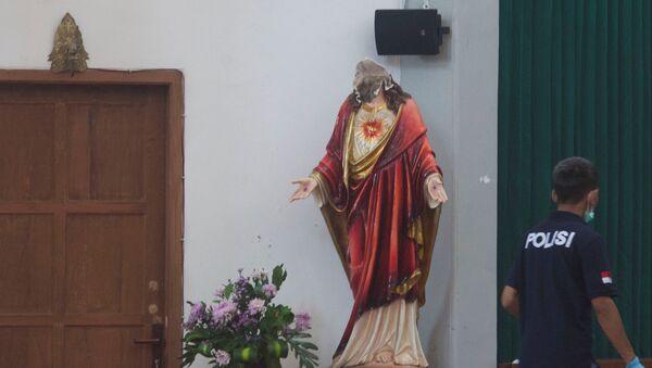 Oskrnavljena statua Isusa u Indoneziji - Sputnik Srbija