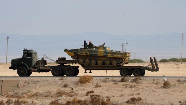 Vojna tehnika sirijske vojske na putu za Palmiru - Sputnik Srbija