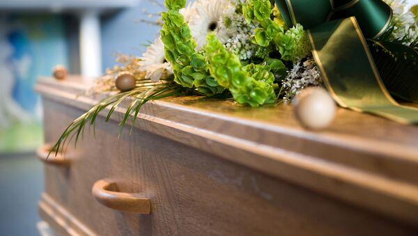 Kovčeg na sahrani - Sputnik Srbija