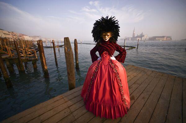 Маске и гондоле: Екстраваганција девет векова старог карневала у Венецији - Sputnik Србија