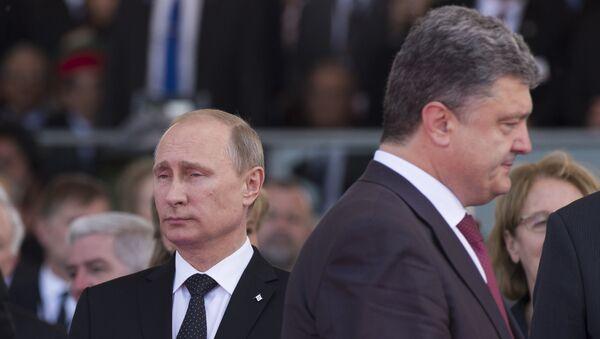 Predsednici Rusije i Ukrajine, Vladimir Putin i Petro Porošenko na svečanosti povodom iskrcavanja saveznika u Normandiji - Sputnik Srbija