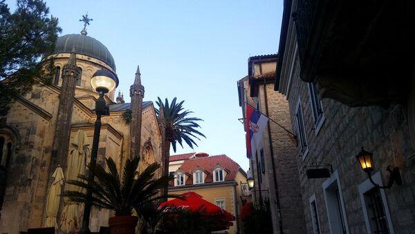 Црква Светог Архангела Михаила на тргу Белависта у Херцег Новом - Sputnik Србија