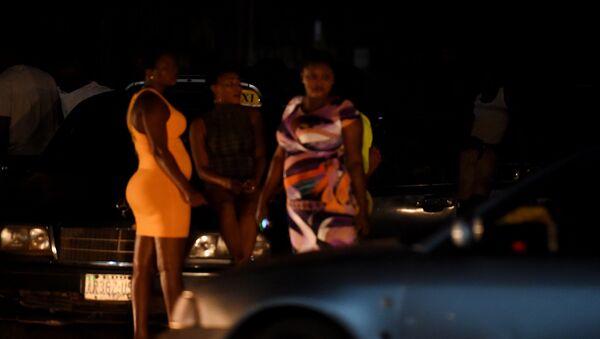 Prostitutke na ulici u Benin Sitiju u južnoj Nigeriji. - Sputnik Srbija