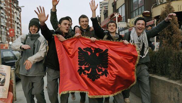 Албаници у Приштини - Sputnik Србија