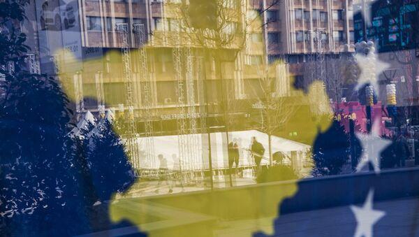 Зграде у Приштини се виде кроз заставу тзв. Косова - Sputnik Србија