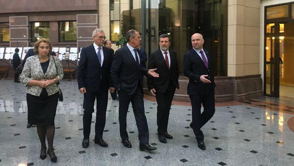 Министар спољних послова Русије Сергеј Лавров у посети нашој амбасади у Москви - Sputnik Србија