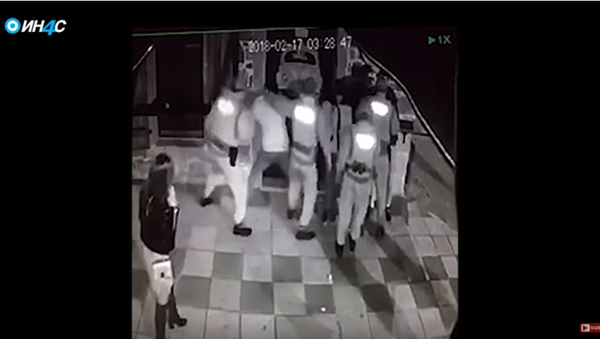 Црногорска полиција бије тинејџере у Подгорици. - Sputnik Србија