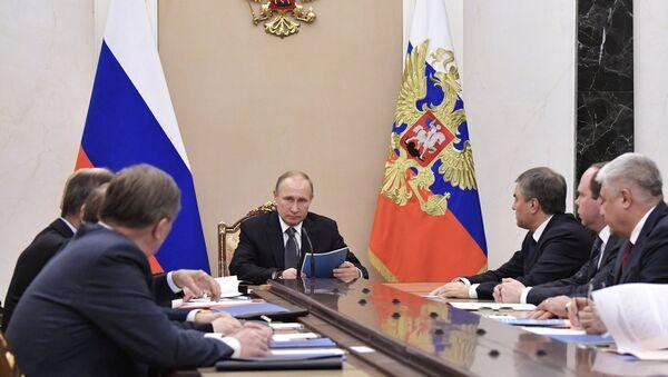 Председник Русије Владимир Путин на заседању Савета безбедности Русије - Sputnik Србија