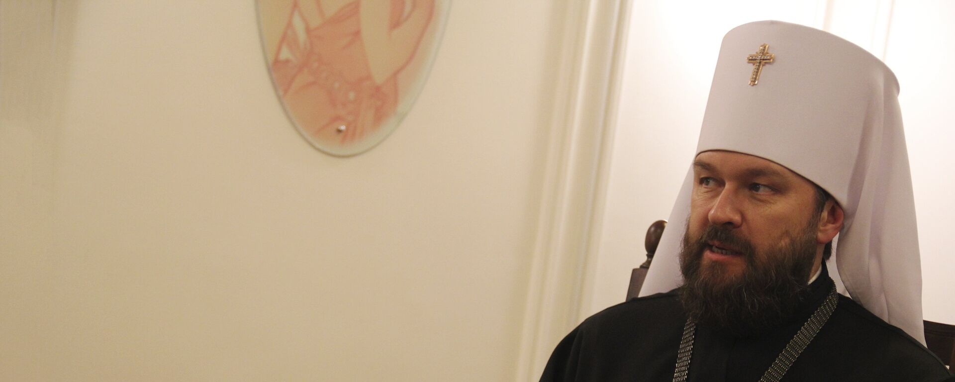 Mitropolit Ilarion: Naši narodi povezani su viševekovnim vezama koji sežu još iz vremena Svetog Save i iz vremena mnogih naših vladara koji su štitili srpski narod. Nije slučajno što u centru Beograda stoji spomenik poslednjem ruskom caru. Kod nas u Rusiji dosad nema spomenika.  - Sputnik Srbija, 1920, 05.07.2021