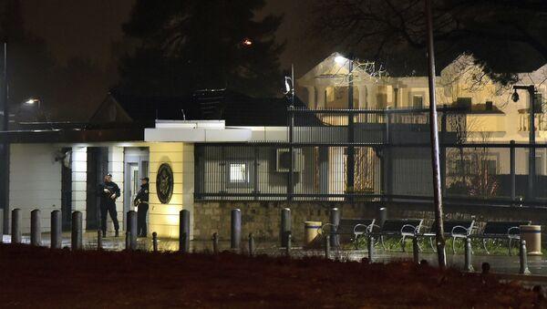 Полиција испред амбасаде САД у Подгорици - Sputnik Србија