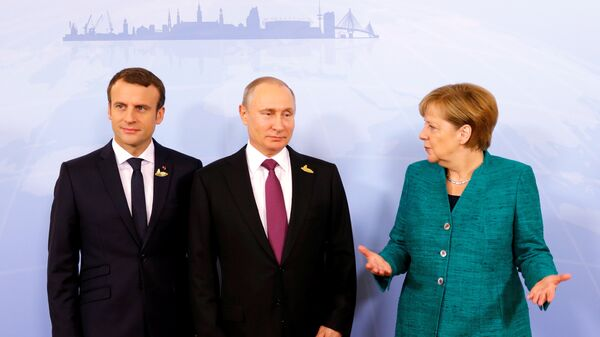 Председник Француске Емануел Макрон, председник Русије Владимир Путин и немачка канцеларка Ангела Меркел на састанку лидера Г20 у Хамбургу - Sputnik Србија
