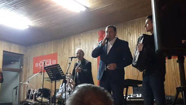 Milorad Dodik peva - Sputnik Srbija