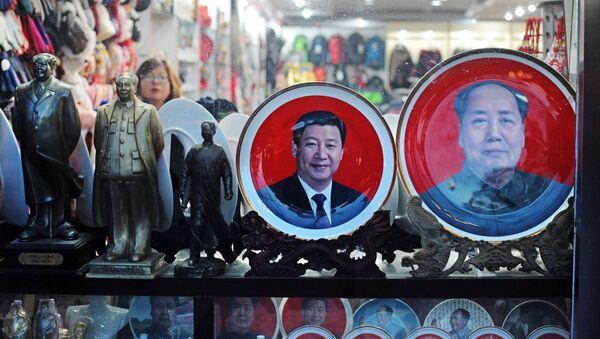Aktuelni i nekadašnji lideri Kine - Si Đinping i Mao Cedung - Sputnik Srbija