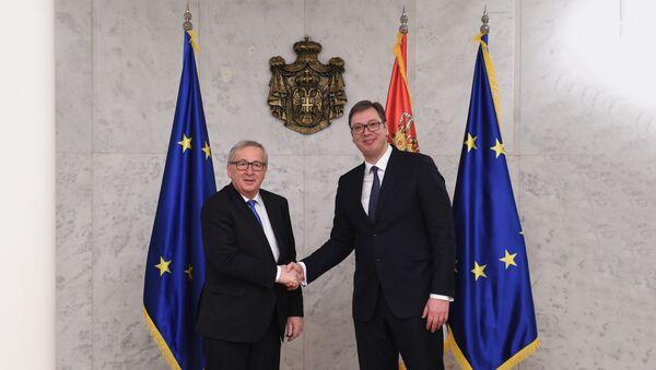 Predsednik Srbije Aleksandar Vučić sa predsednikom Evropske komisije Žan-Klodom Junkerom - Sputnik Srbija