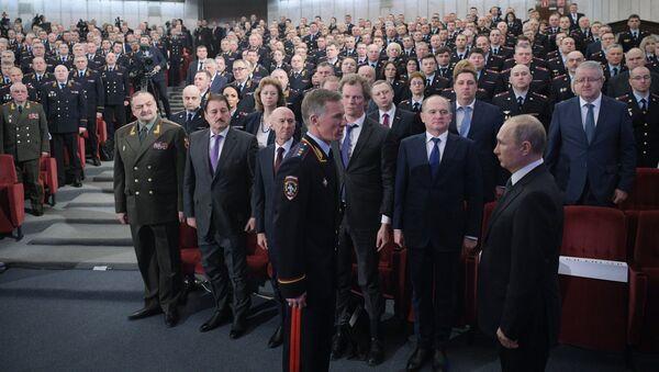 Руски председник Владимир Путин пред припадницима Министарства унутрашњих послова Русије - Sputnik Србија