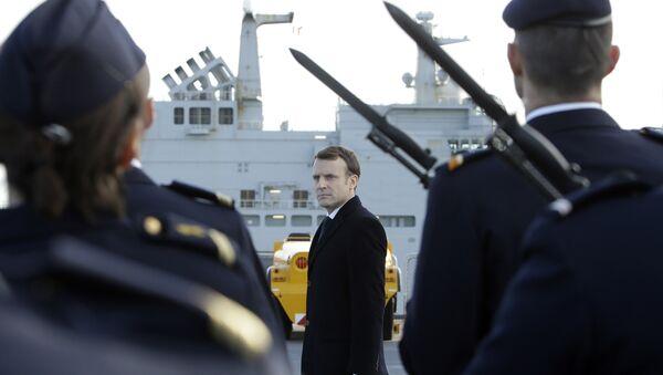 Председник Француске Емануел Макрон са војском Француске - Sputnik Србија