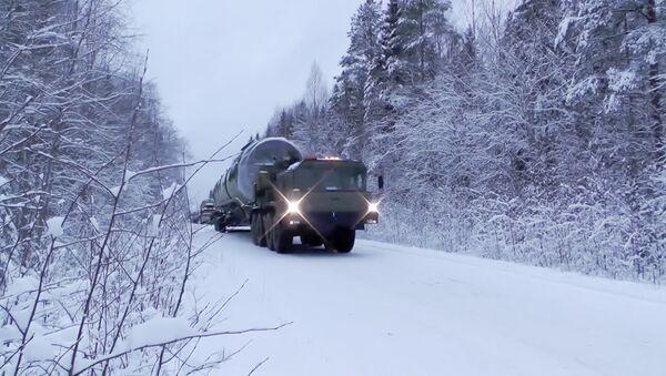 Kamion vozi novu interkontinentalnu balističku raketu Sarmat - Sputnik Srbija
