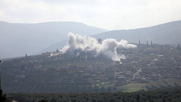 Дим се вије у делу Африна у Сирији - Sputnik Србија
