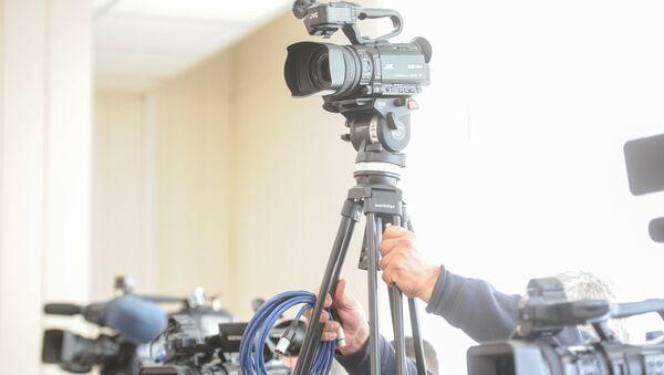 Камере на конференцији за медије Градске изборне комисије на локалним изборима у Београду - Sputnik Србија