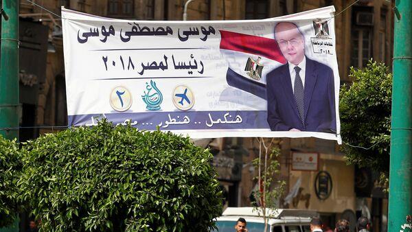 Банер са ликом Мусе Мустафе Мусе, јединог противкандидата садашњег председника Сисија - Sputnik Србија