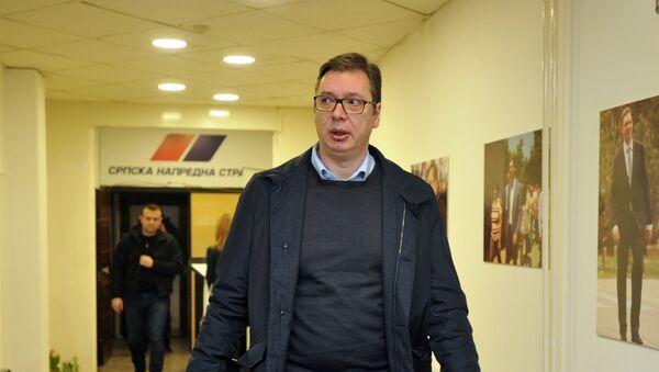 Predsednik Srbije Aleksandar Vučić dolazi u izborni štab SNS - Sputnik Srbija
