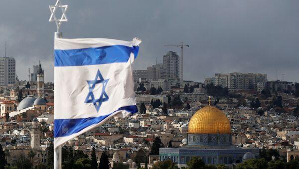 Izraelska zastava ispred Starog grada Jerusalima - Sputnik Srbija